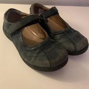 Stride rite Chelsea Mary Jane girl uniform shoe
